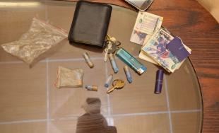 Najprv kradol, následne u neho polícia našla nepovolené drogy, hrozí mu väzenie až na 10 rokov