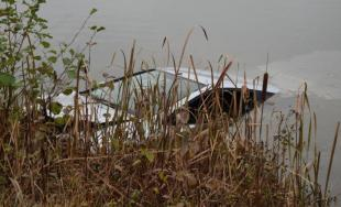 Auto skončilo v priehrade, nešťastne zahynul manželský pár