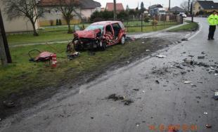 Pri čelnej zrážke s kamiónom vyhasol ďalší život, 58-ročná Anna na mieste podľahla zraneniam