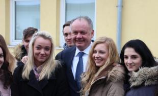 Prezident Andrej Kiska navštívil študentov SOŠ obchodu a služieb v Púchove