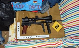 Napadnutie, drogy a nelegálne zbrane - polícia obvinila 33-ročného Juraja z Myjavy