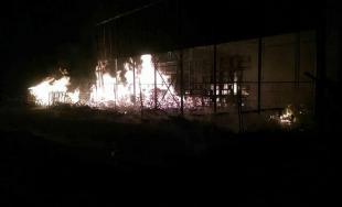 V Drietome horela veľká hala, požiar sa snažilo uhasiť takmer 30 hasičov z kraja