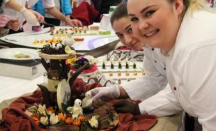 Ďalšie zlaté medaily priniesli študentky SOŠ OaS v Púchove z veľtrhu Danubius Gastro