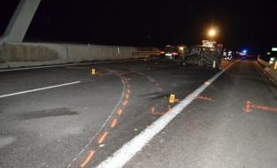 Na D1 došlo k tragickej dopravnej nehode, pri Beluši vyhasli 2 životy a zranilo sa 6 osôb