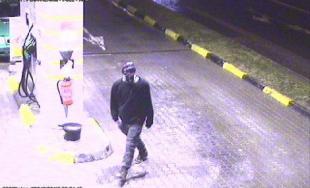 Polícia žiada verejnosť o pomoc pri identifikácii páchateľa lúpeže na benzínke v Bánovciach