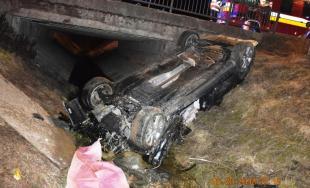 Po naháňačke na diaľnici pokračoval v rýchlej jazde a havaroval, 26-ročný vodič zahynul na mieste