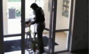 Neznámy páchateľ ukradol 2 bicykle, polícia žiada verejnosť o pomoc pri pátraní