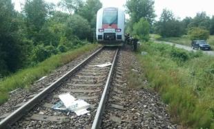 V Zemianskych Kostoľanoch sa zrazil vak s nákladným autom, vodiča kamiónu vyslobodzovali hasiči